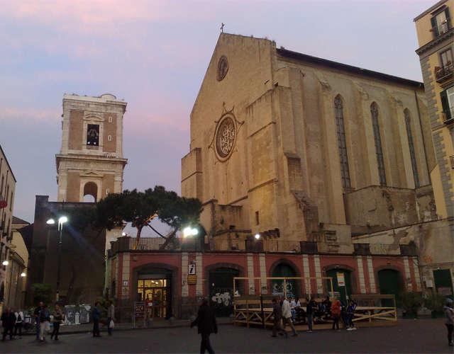 La Basilica di santa Chiara a Napoli